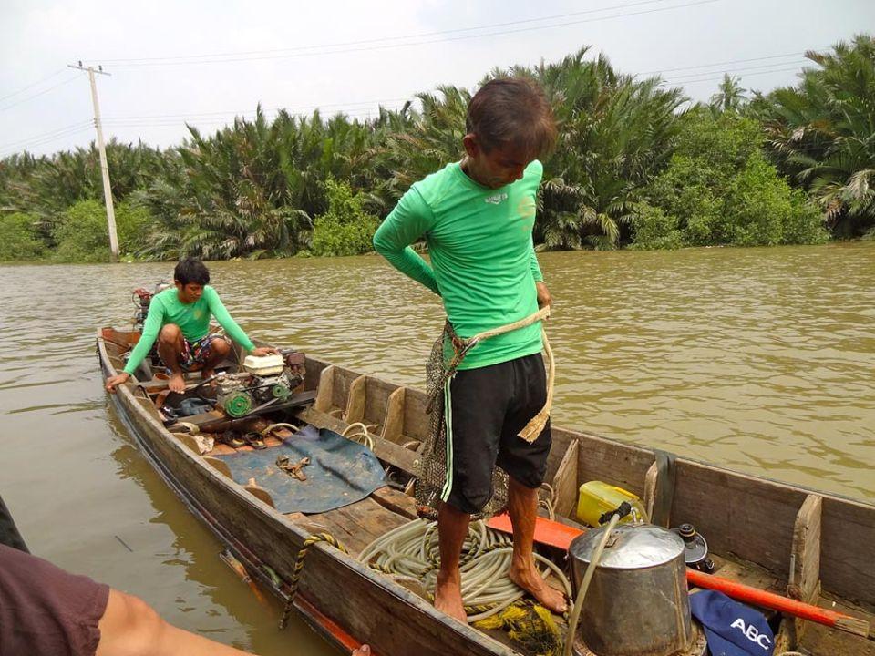 Somchai Panthong und neffe Tding tauchen nach dem, was Händler, Mönche und Kriegsherren im Laufe der Jahrhunderte im Fluss versenkt, verloren und versteckt haben
