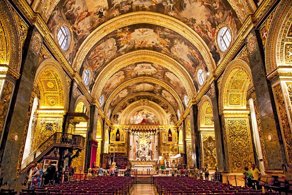 Reisetipps Malta: Von allen 365 Kirchen ist die St. John's Cathedral den Maltesern die liebste. Wer einen Blick ins Innere wirft, versteht warum