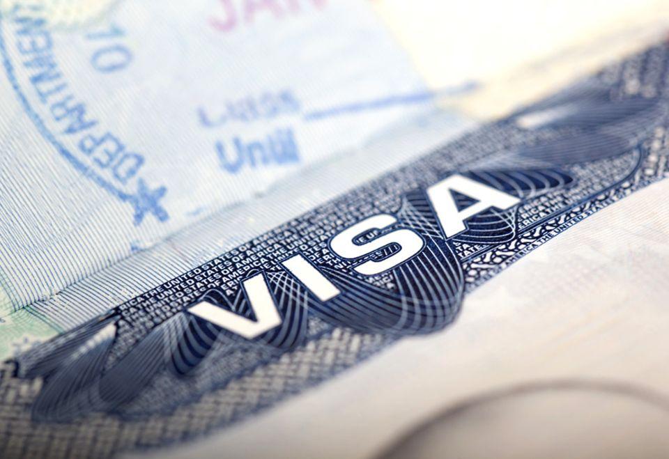Einreisebestimmungen: In einigen Ländern kann die Einreise zur größten Herausforderung des Urlaubs werden