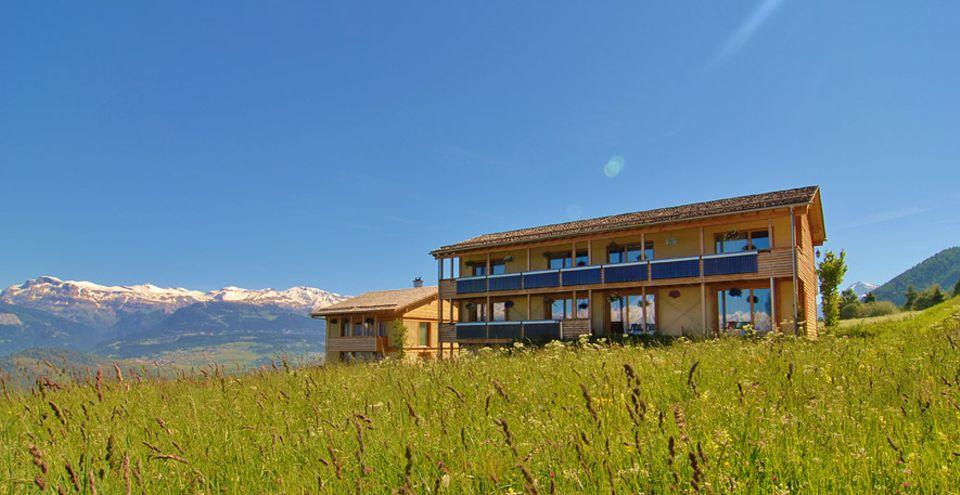 Nachhaltigkeit: Nachhaltige Ansätze können in der Hotellerie ganz verschieden aussehen, das Maya Boutique Hotel in der Schweiz besteht beispielsweise aus Strohballen