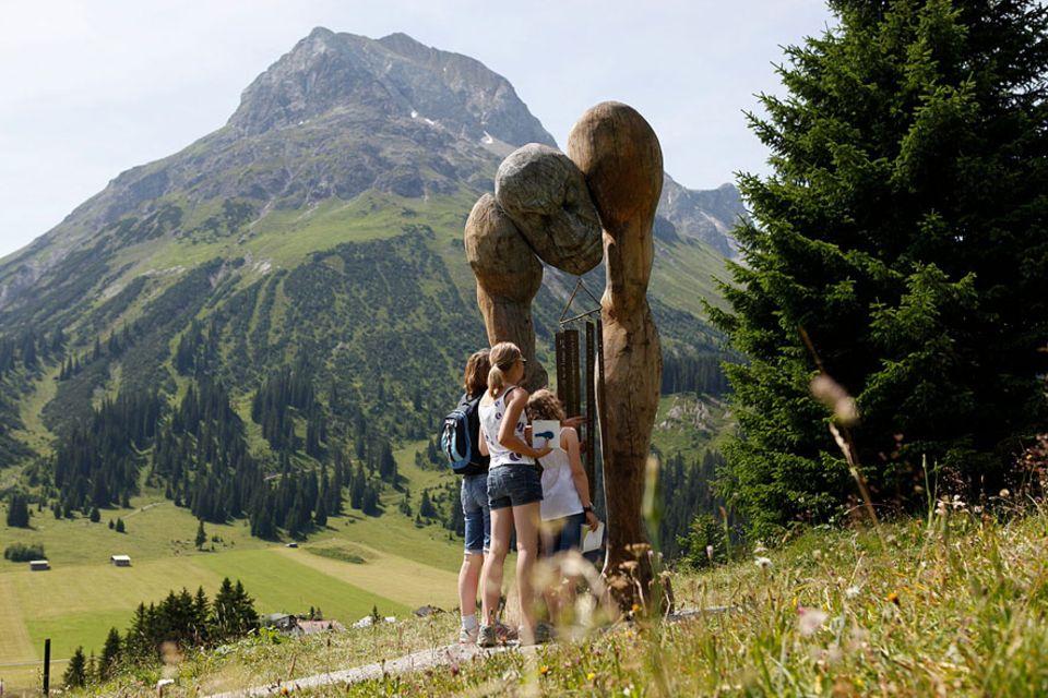 Lech am Arlberg: Kinder aller Altersklassen werden auf den Grünen-Rätsel-Ring herausgefordert