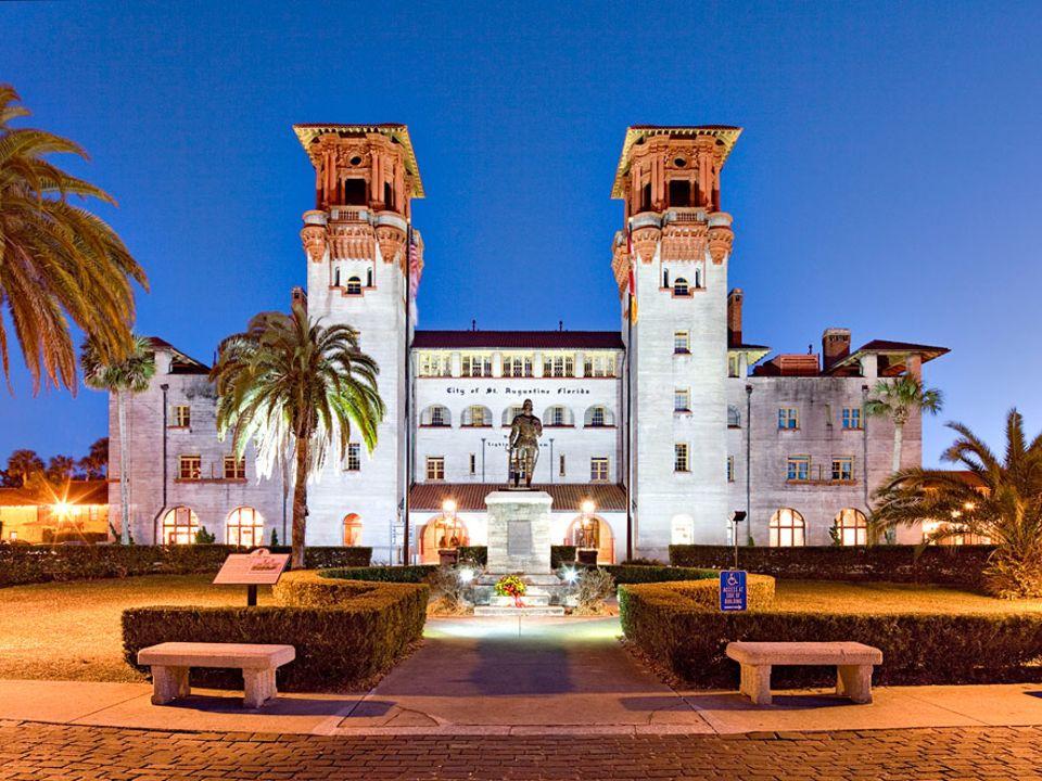 Florida: Das heutige Rathaus und Lightner Museum von St. Augustine stammt wie das heutige Flagler College auch aus der Feder des Architekten-Duos Carrère und Hastings. Beide waren zunächst mondäne Hotels