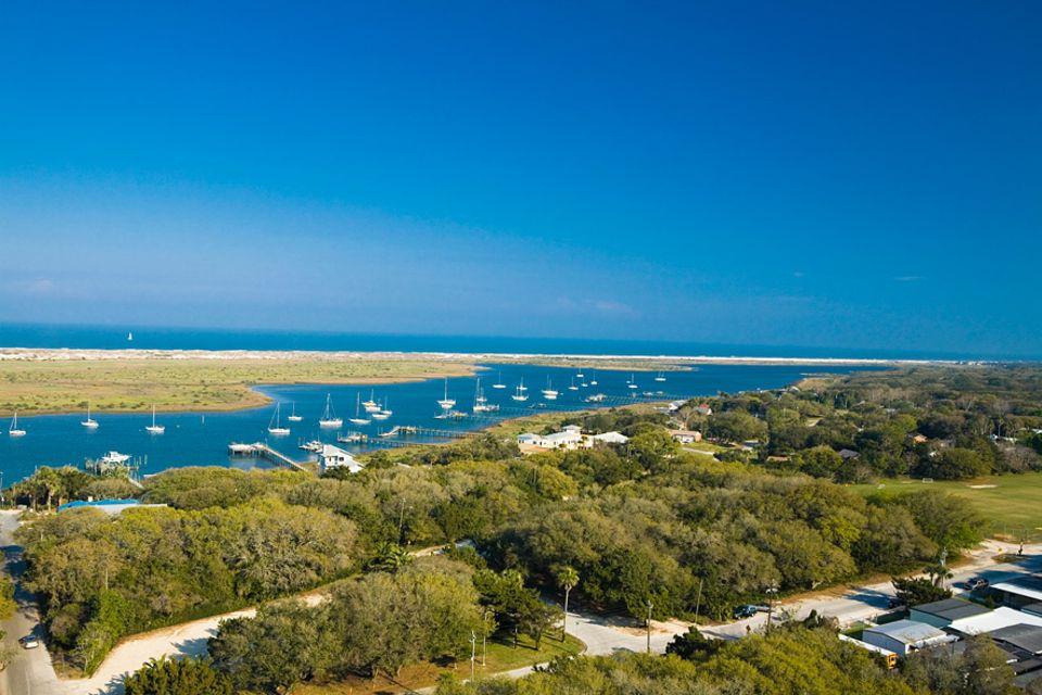 Florida: Kilometerlang zieht sich der Sandstrand von St. Augustine an der Küste entlang, sodass jeder Besucher einen ruhigen Platz finden kann