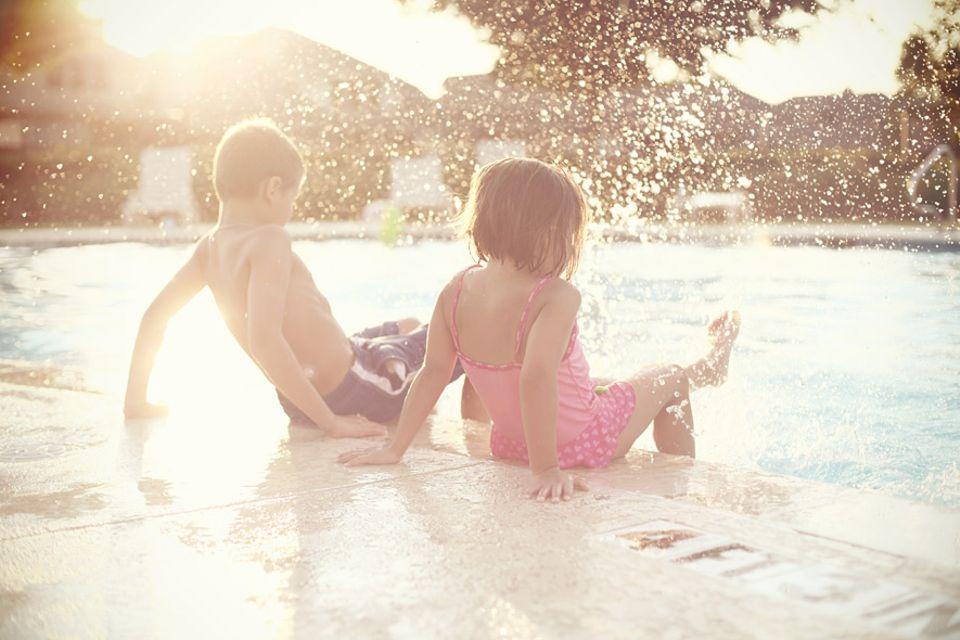 Risiko im Badeurlaub: Obacht am Hotelpool! Der große Badespaß kann zum Albtraum werden. Kinder sollten beim Planschen daher nie unbeaufsichtig sein