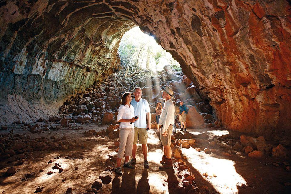 Undara: Wer die Höhlen von Undara entdecken möchte, sollte das mit Guide tun, denn das Geflecht an unterirdischen Wegen hat Verirrungspotential
