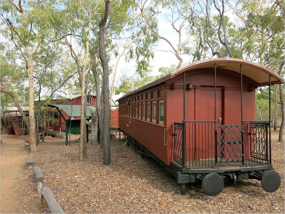 Undara: So abwechslungsreich wie die Natur in Undara sind auch die Unterkünfte der Undara Experience Lodge: Eisenbahnwaggons, Bungalows und Camping
