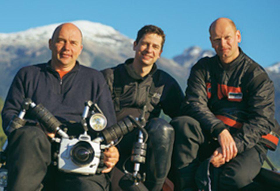 Fotogalerie: GEO-Reporter Lars Abromeit (Mitte) mit Fotograf Solvin Zankl (l.) und Assistent Tom Arpe