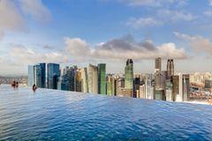 Schwimmbad auf Wolkenhöhe
