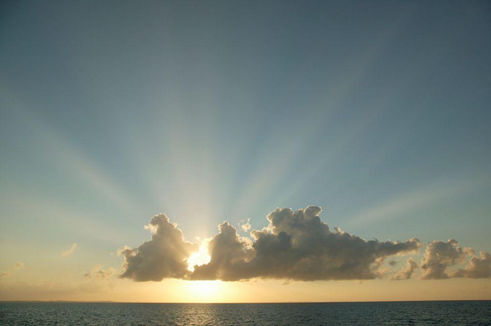 Reisephänomene: Bei Wolkenhimmel ist die UV-Strahlung stärker als bei blauem Himmel