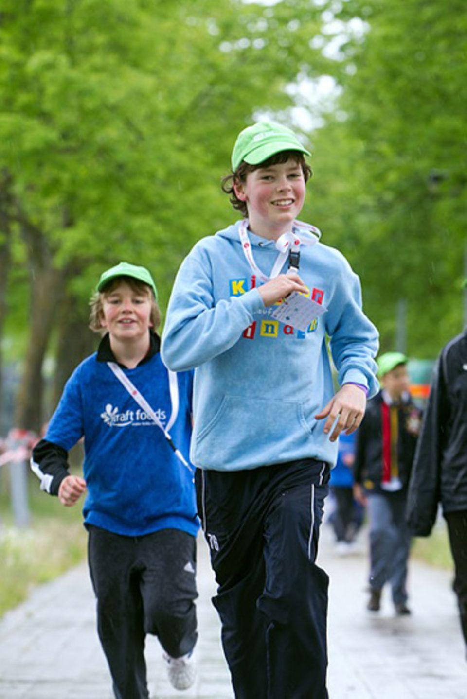 Niklas strengt sich richtig an, um so viel Geld wie möglich für die SOS-Kinderdörfer zu sammeln