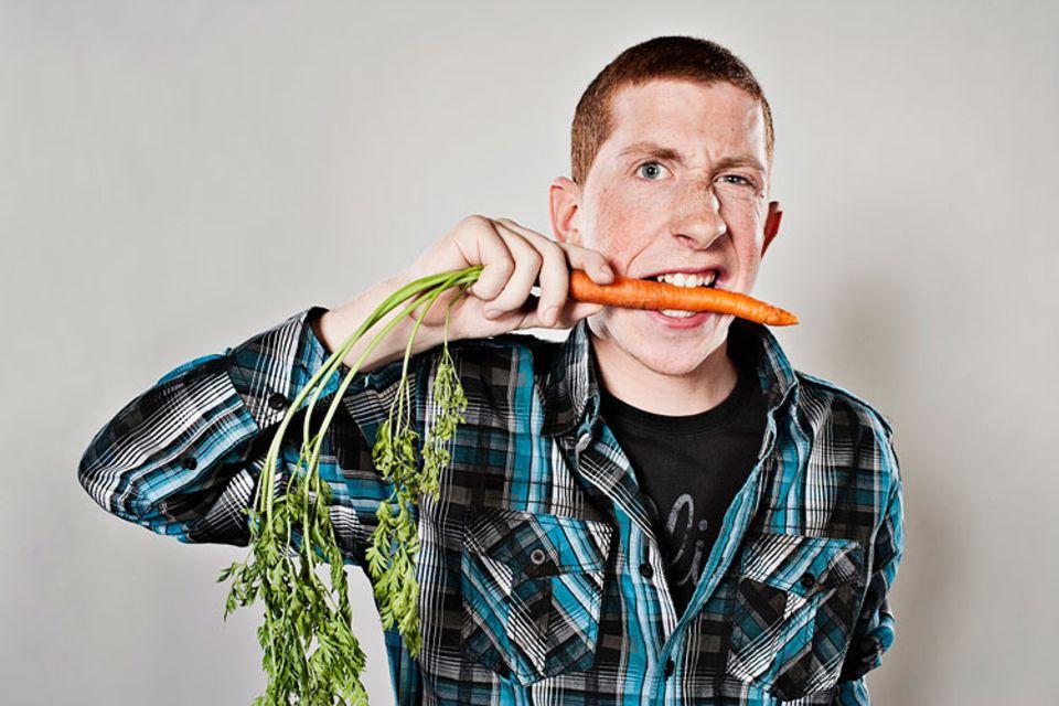 Redewendung: Am Hungertuch nagen? Nein, dann doch lieber an einer gesunden Karotte. Schmeckt auch besser