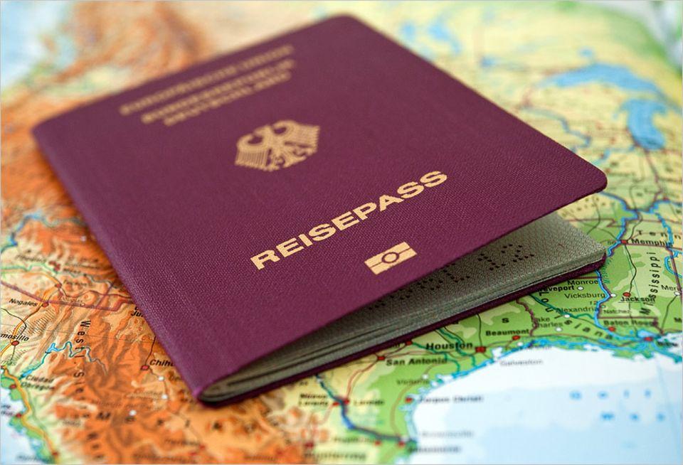 Reisephänomene: Warum eigentlich muss ein Reisepass sechs Monate nach der Ein- oder Ausreise gültig sein?