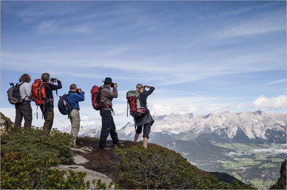 Themenschwerpunkt Reisefotografie: Für das richtige Licht wandern die Teilnehmer auch mal auf einen Gipfel