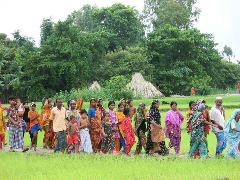 Überschwemmungen bestimmen den Lebensrhythmus der Bengalen. Bewohner der Flussinseln und Uferzonen im Norden Bangladeschs sind auf dem zum Krankenhausschiff