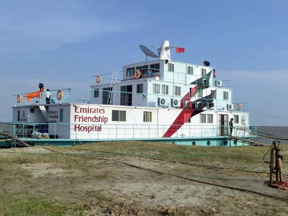 """Das Krankenhaus-Schiff wurde von der bengalischen Hilfsorganisation """"Friendship"""" eingerichtet. Die medizinische Versorgung ist kostenfrei"""