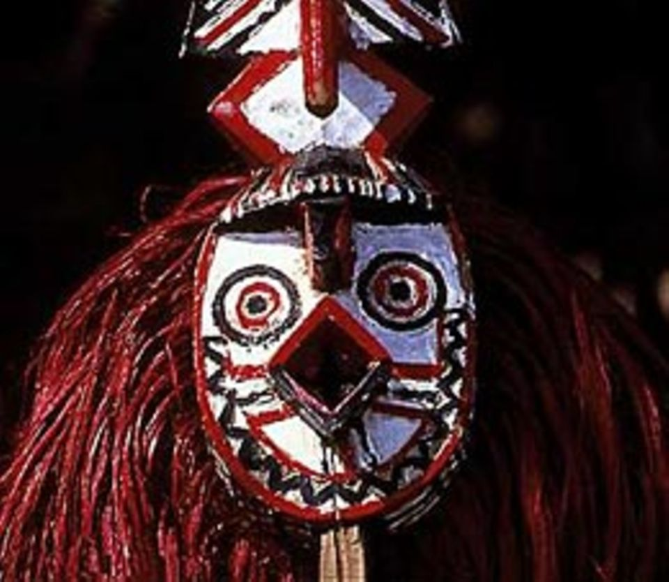 Verkleiden: Bei Beerdigungszeremonien tragen die Ko, ein Volk aus dem westafrikanischen Land Burkina Faso, Masken wie diese