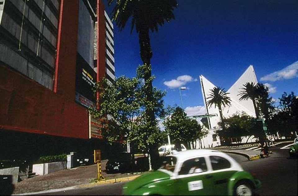 In Condesa treffen sich altes und neues Mexiko: Multiplex-Kinos auf der Avenida Juan Escutia