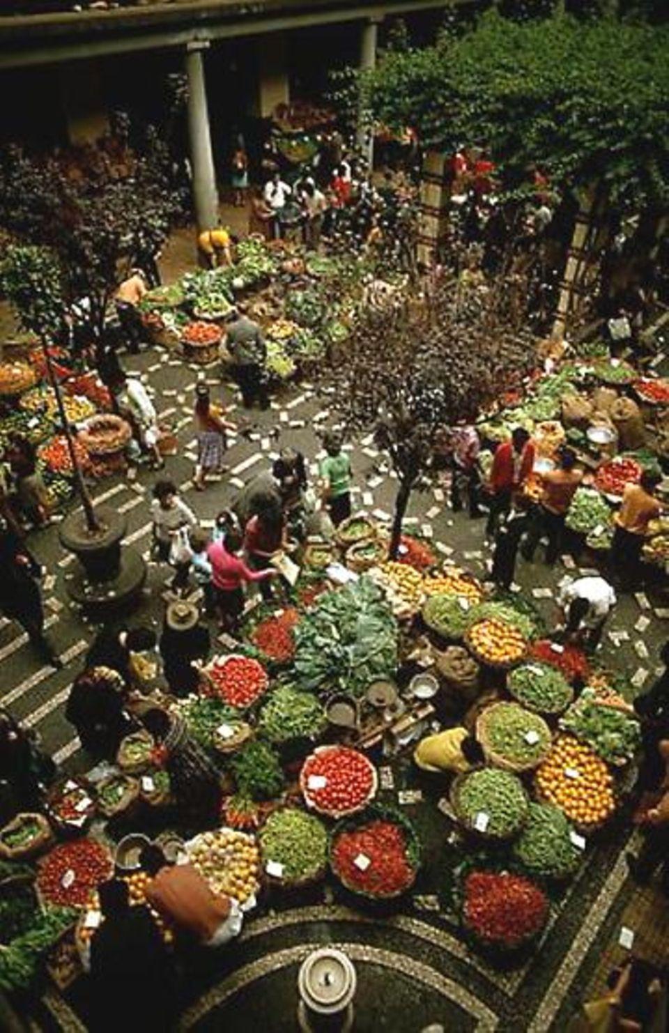 Samstag morgens kommen auf dem Markt in Funchal alle Sinne auf ihre Kosten