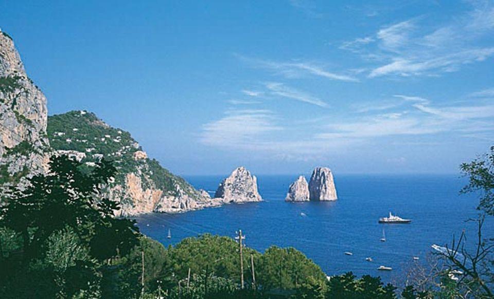 Felsenfeste Wahrzeichen: die Klippen der Faraglioni