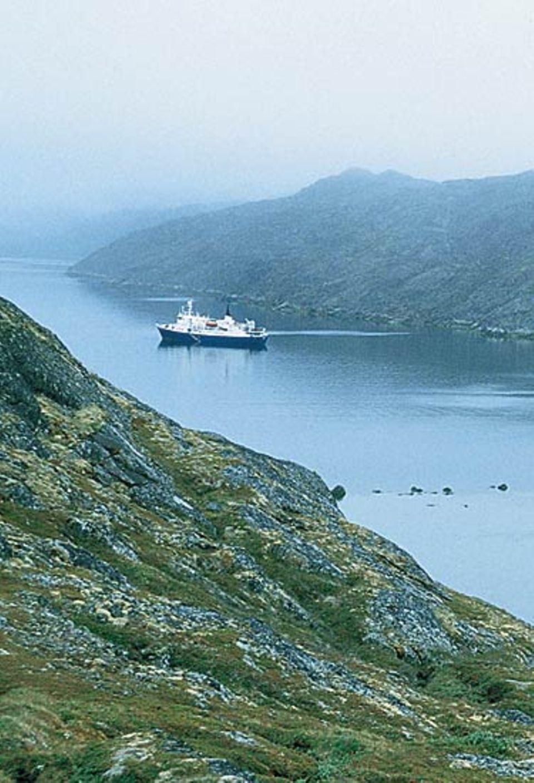 """Die """"Brand Polaris"""" im Fjord von Faehrige Nordhavn"""