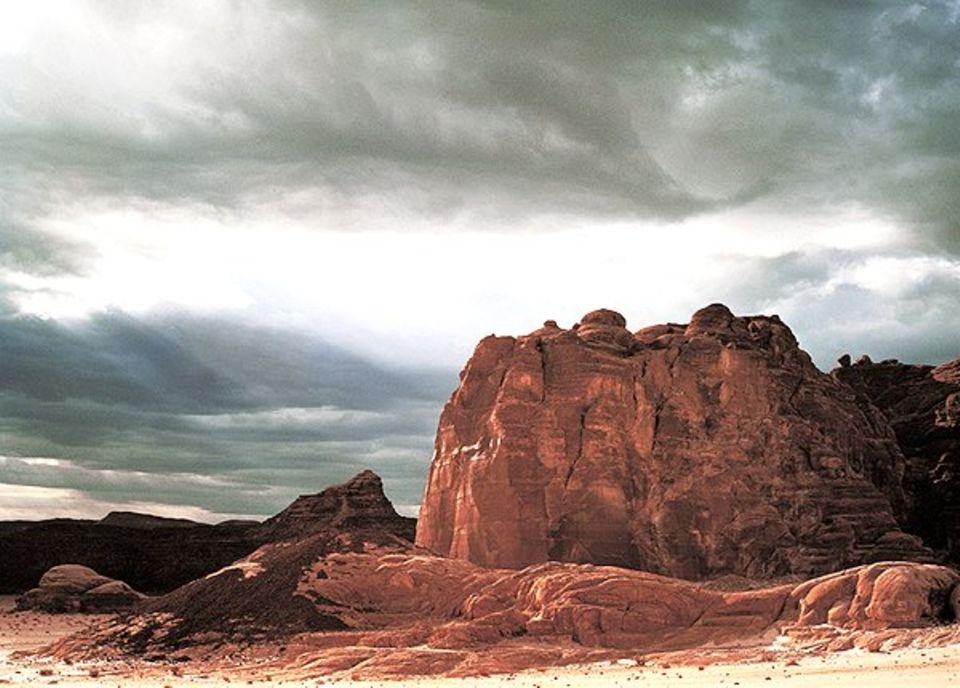 Das religiöse Symbol für Entbehrungen und göttliche Prüfungen: die Steinwüste Sinai, hier bei Baraka