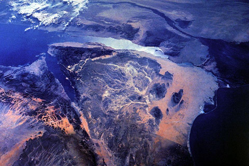 Sinai-Satelliten-Foto: Am oberen Bildrand der Nil mit seinem Delta-Abfluss ins Mittelmeer