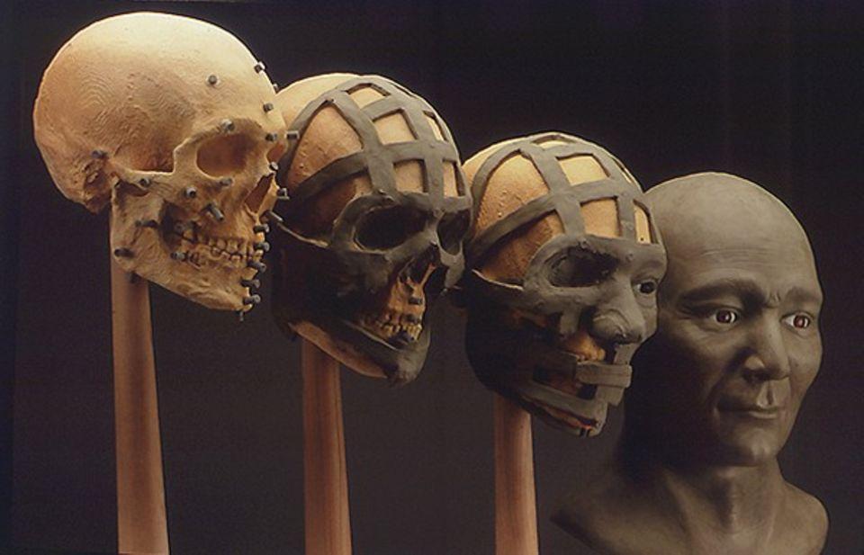 """In einer Höhle in Nevada wurden menschliche Gebeine entdeckt, die mit 9400 Jahren so alt sind wie die des Kennewick Man. Auch dieser """"Spirit Cave Man"""" besaß keine mongoliden Gesichtszüge - er war also ebenfalls nicht sibirischer Abstammung. Als seine nächsten Verwandten gelten die Ainu, die Ureinwohner Japans, und die Menschen auf der Osterinsel"""