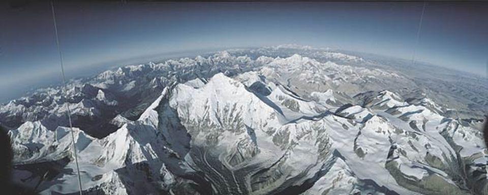 Der Everest. Nur von seinem Gipfel oder aus der Kanzel eines Ballons erschließen sich die gewaltigen Dimensionen des Gebirgsmassivs