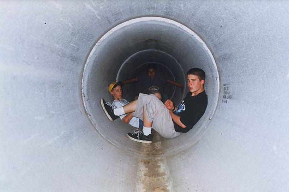 """""""Drei meiner Freunde hängen nach der Schule in einem U-Bahn-Tunnel der Main Street ab."""""""