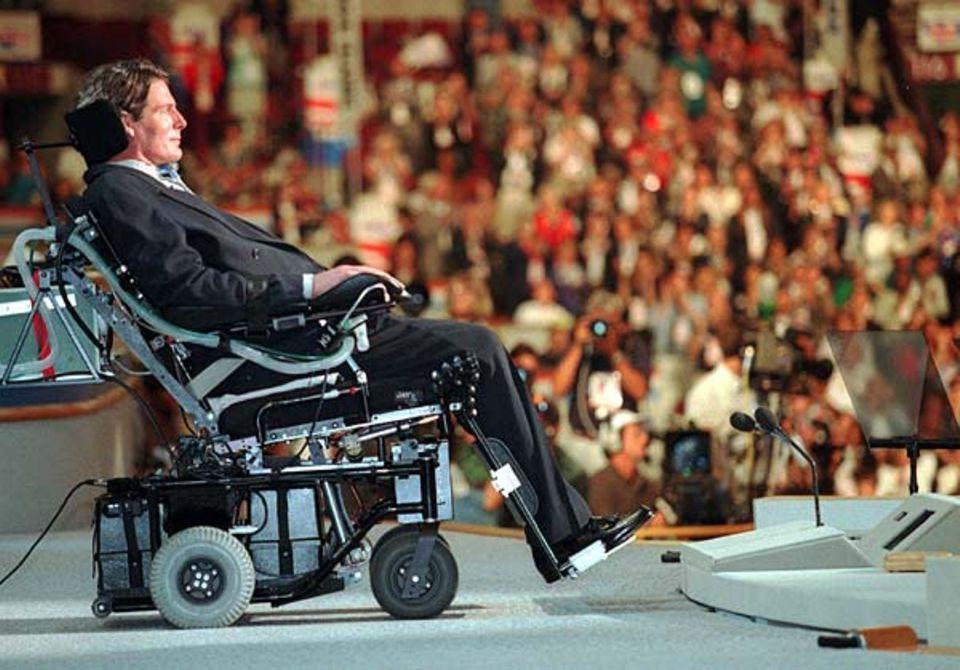 Bei Querschnittsgelähmten ist das Rückenmark verletzt. Gelähmte wie der Schauspieler Christopher Reeve müssen im Rollstuhl sitzen
