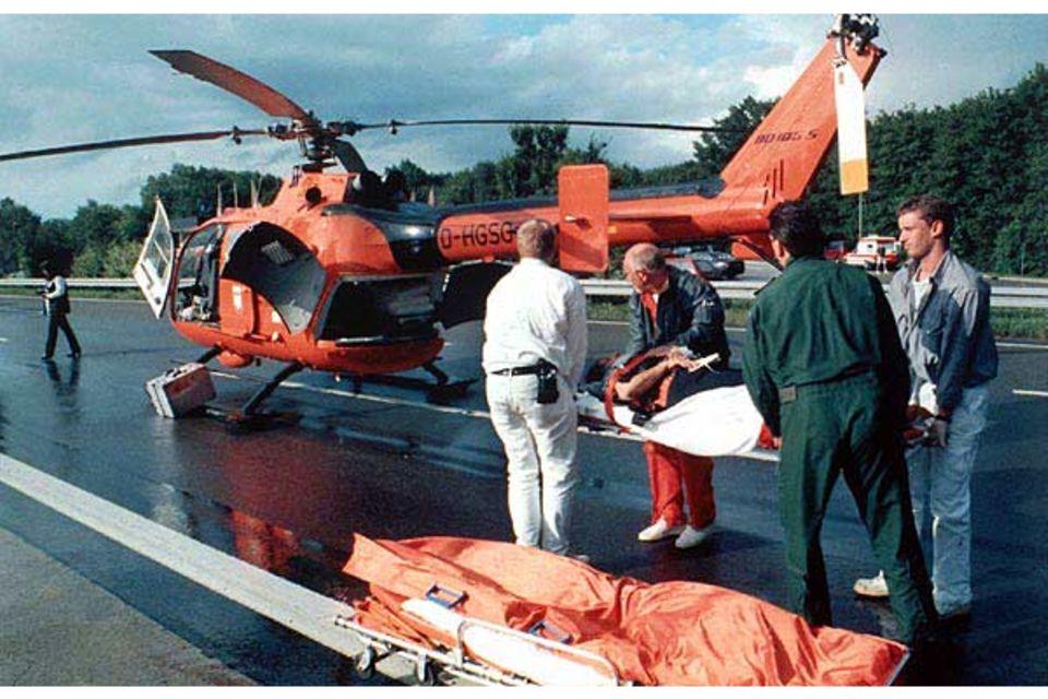 Beruf: Massenkarambolage auf der Autobahn: Ein Opfer wird mit dem Hubschrauber ins Krankenhaus geflogen
