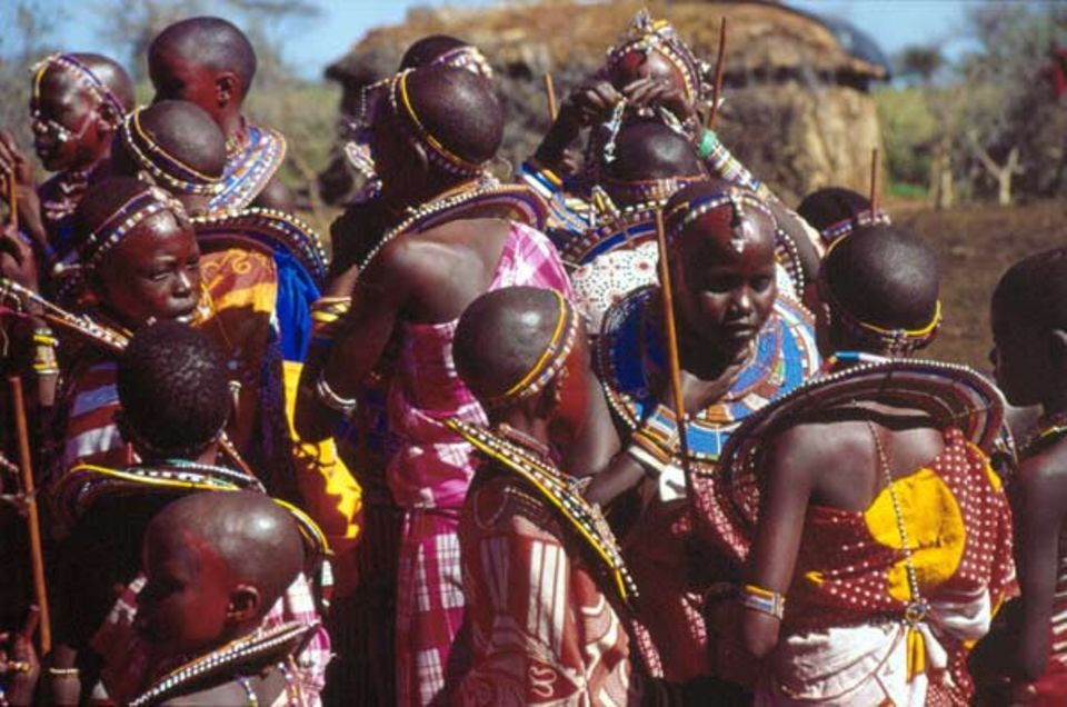 Die jungen Massai haben es schwer, das traditionelle Leben eines Kriegers und eine moderne Schulausbildung zu verbinden