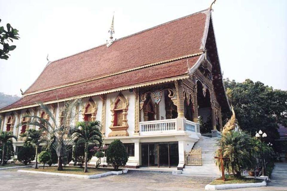 Alles unter einem Dach: In der Tempelanlage von Wat Srisoda leben und lernen die Nachwuchsmönche