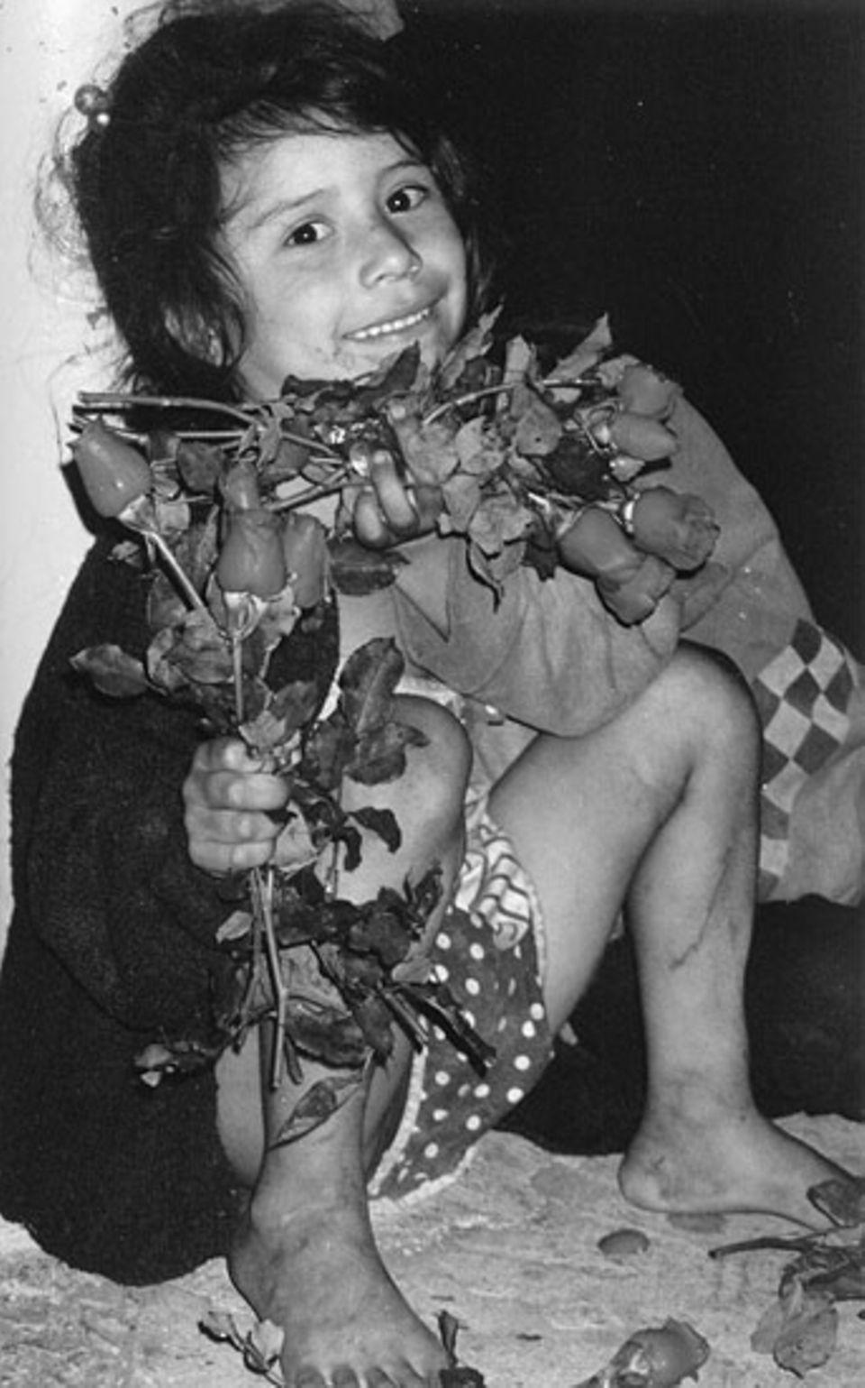 Zu lachen gibt es eigentlich wenig für die obdachlosen Kinder, die sich auch mit dem Verkauf von Blumen über Wasser halten