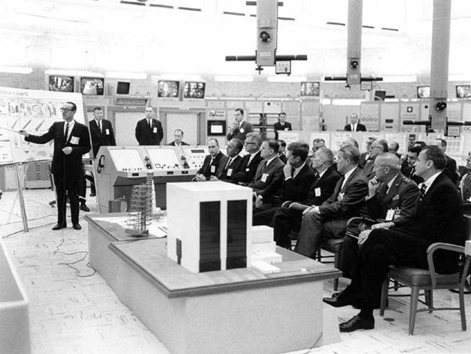 """Mondlandung: """"Kein Weltraumprojekt wird der Menschheit mehr Eindruck hinterlassen"""" prophezeit Kennedy 1961 beim Entwurf des Apollo-Programms"""