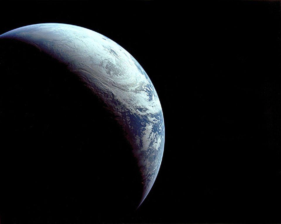 Astronomie: Blick auf die Erde (aufgenommen von der Apollo 4)