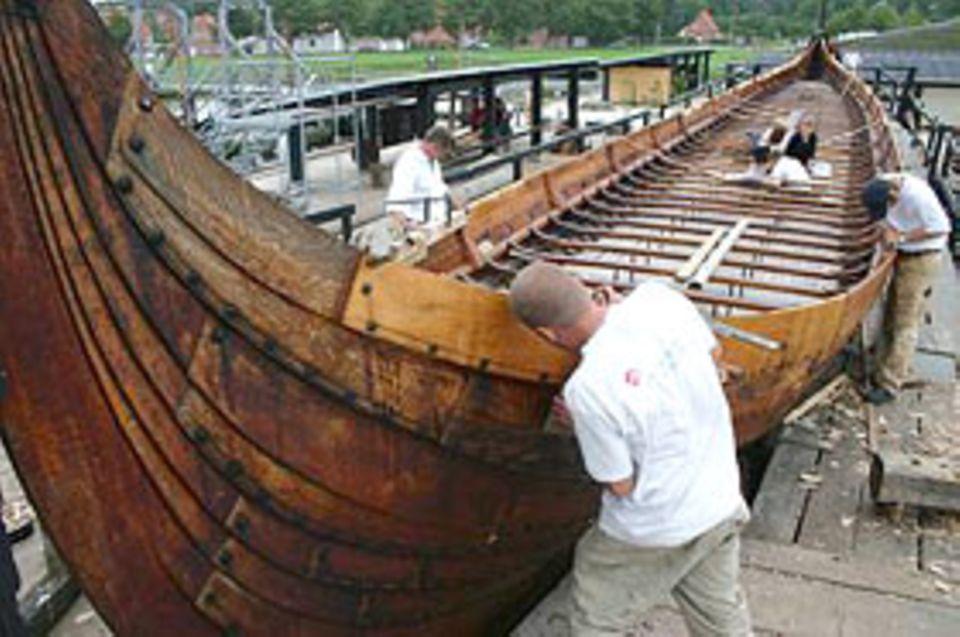 Wikinger: So wie dieser Nachbau des Wikingerschiffsmuseums in Roskilde sahen die schnellen Boote der Wikinger aus.
