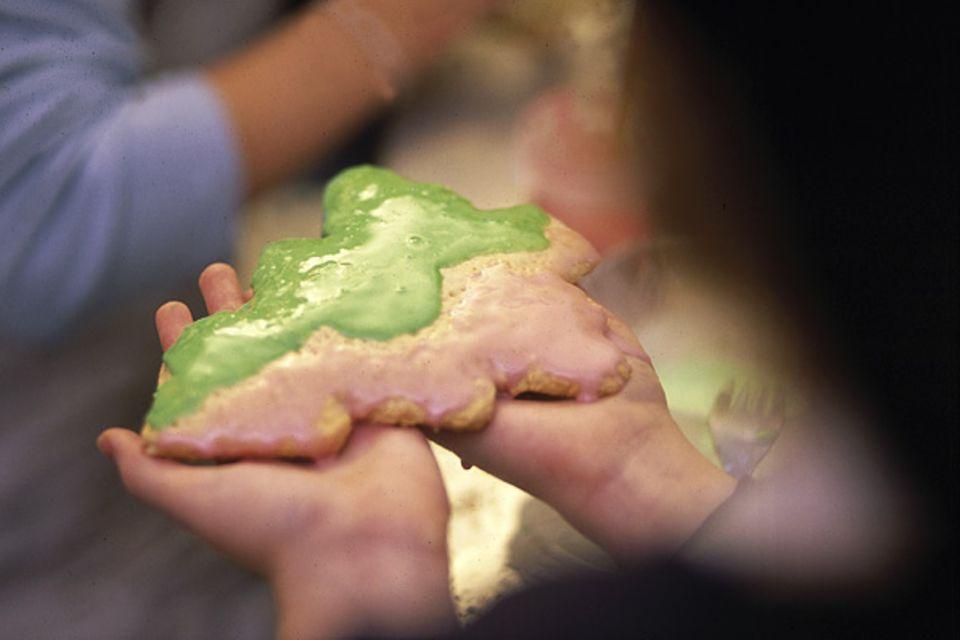 """Backen: Neben dem traditionellen Truthahn gibt es in amerikanischen Familien Heiligabend zum Naschen Kekse mit """"Königsguss"""" oder """"royal icing"""", wie die quietschbunte Glasur auf Englisch heißt"""