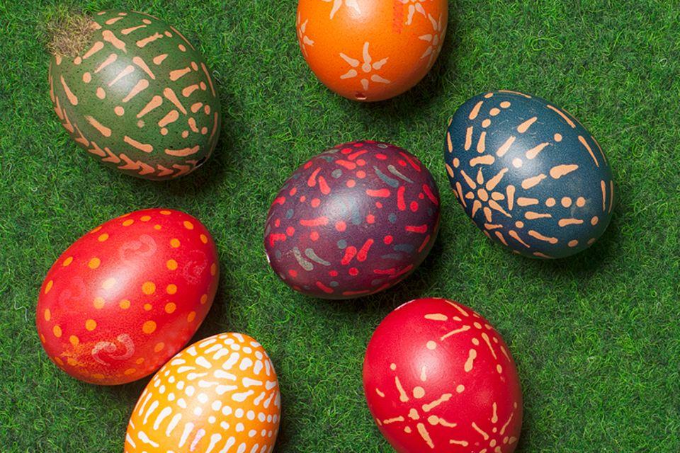 Basteln zu Ostern: So hübsch sehen natürlich gefärbte Ostereier aus