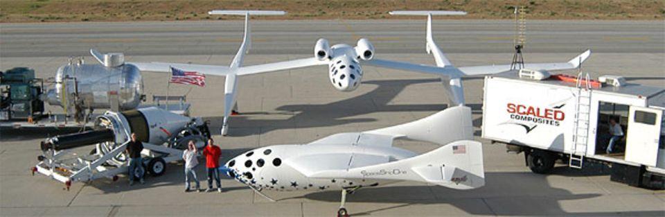 """Gemischtes Doppel: Das """"SpaceShipOne"""" soll auf dem Rücken der """"WhiteKnight"""" die erste Wegstrecke in den Himmel zurücklegen"""