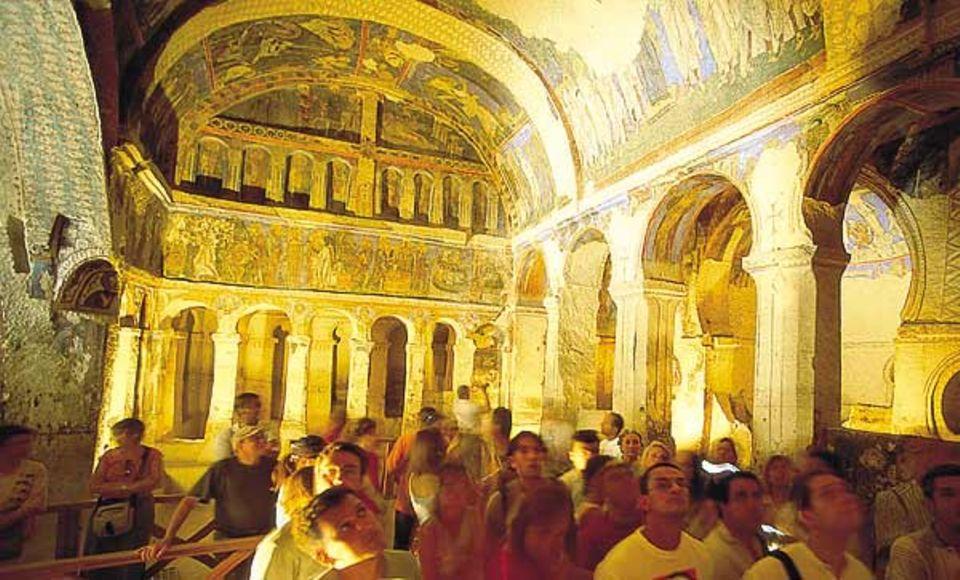 """Die """"Dunkle Kirche"""" bei Göreme: Touristen bewundern die byzantinischen Fresken"""