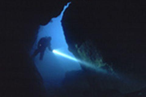 Höhlentauchen: Die Fontaine de Vaucluse