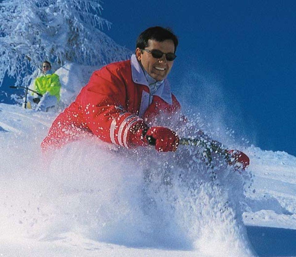 Pulverschnee garantiert gute Laune bei Snowbikern
