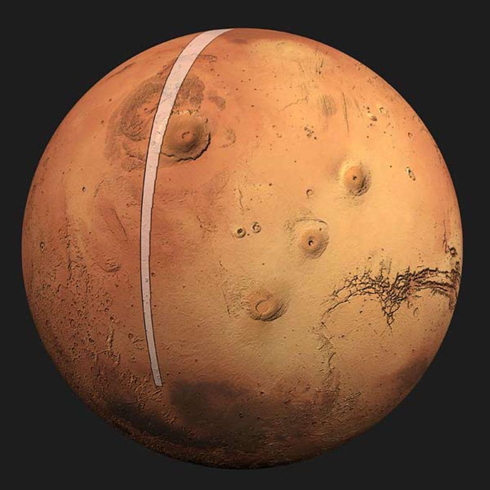 """Die Umlaufbahn des """"Mars Express"""" führt über die Pole des rotirenden Planeten. Daher überfliegt die Sonde bei jedem Umlauf einen neuen Streifen in Nord-Süd-Richtung"""