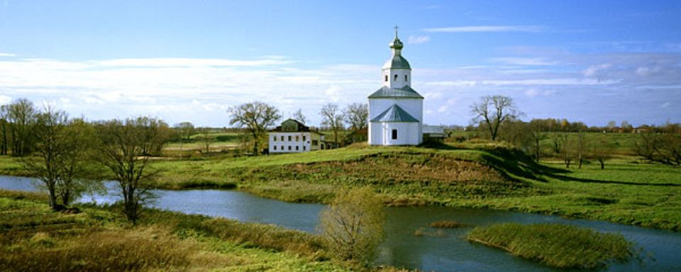 Kirche am Fluss Kamenka ins Suzdal