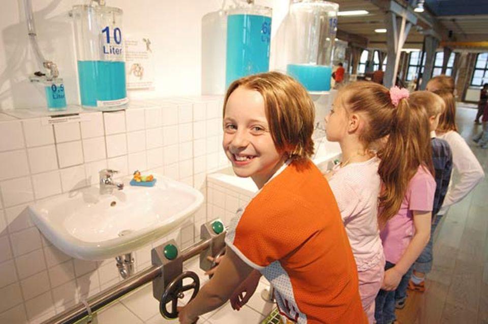 Wie viel Wasser verbrauchst du täglich? Hier kannst du es sehen.
