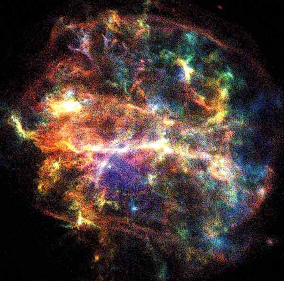 Eine Aufnahme der Explosionswolke G292.0+1.8. Die Farben der Wolke, die auf eine Supernova vor etwa 1600 Jahren zurückgeht, kennzeichnen die Elemente, die sie enthält (rot: Eisen, blau: Sauerstoff)