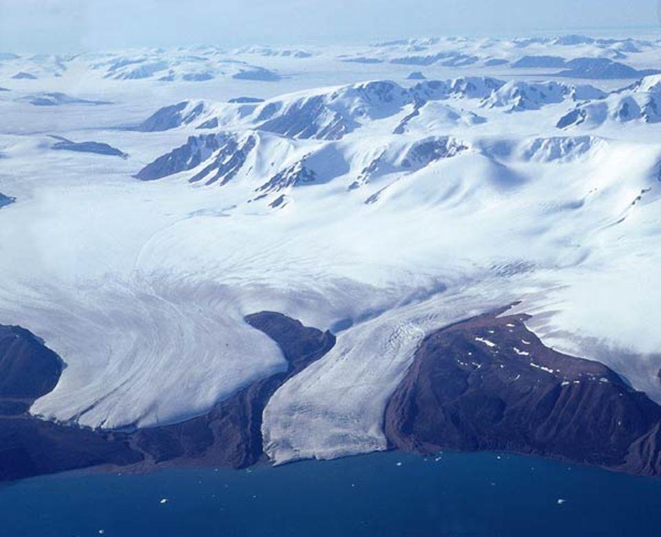 Klimawandel: Ellesmere Island im Nordpolarmeer: Während der Eiszeiten waren große Teile der heute eisfreien Regionen von solchen Hunderte von Metern dicken Eispanzern bedeckt