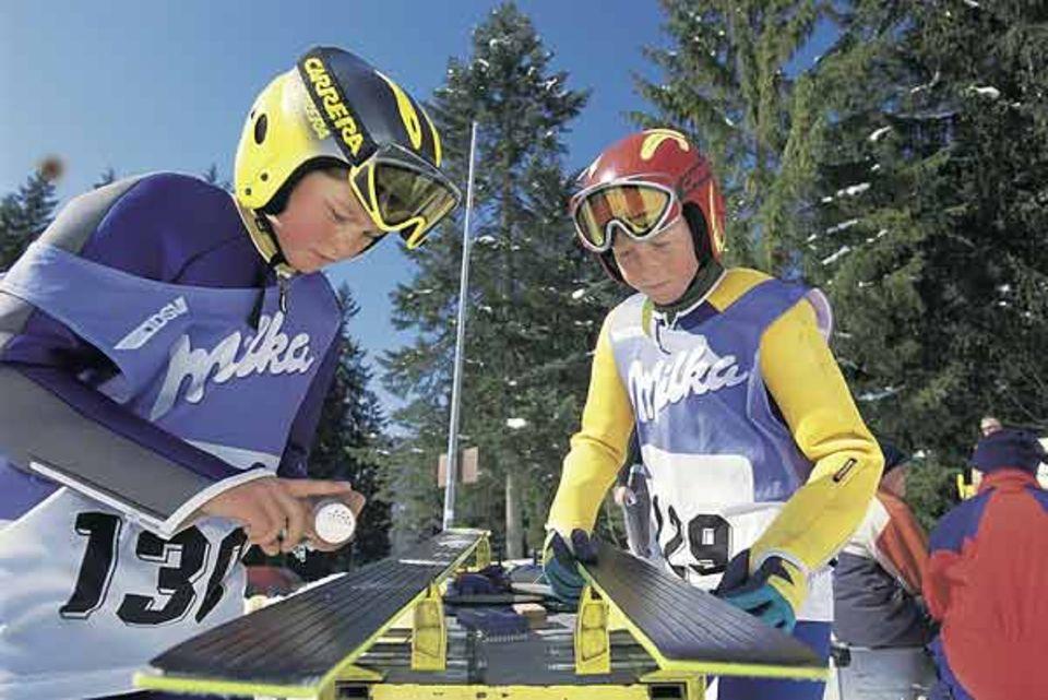 Beruf: Auch die Wartung der Skier gehört zum Sport