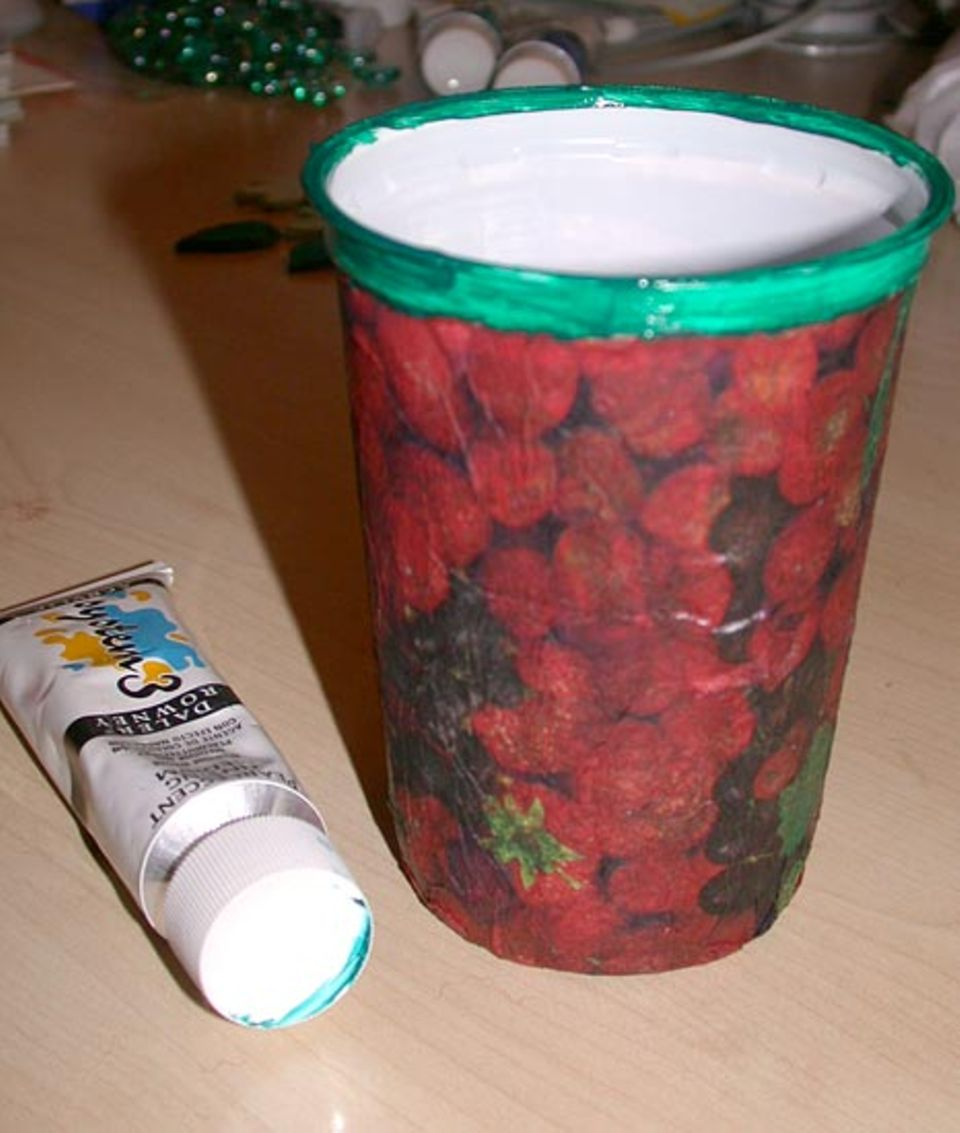 Upcycling: Mit einem Stein beschwert wird die Dose zu einem prima Stiftehalter